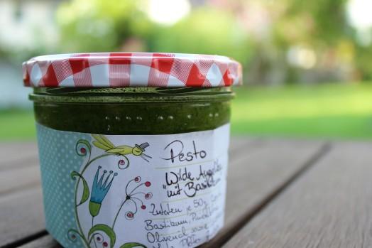 Pesto_Basilikum-Giersch-Knoblauch-Olivenöl-Pinienkerne(7)