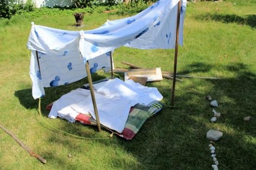 2016-08-14_Kinder_Haus mit Duschtuch_klein